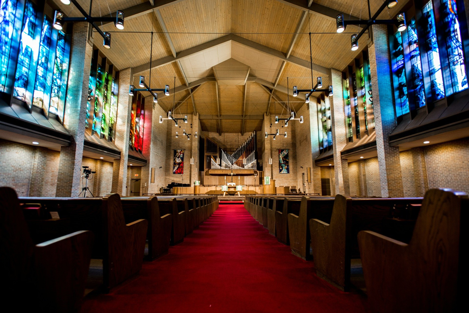 FEATURED_Top-7-Wireless-Mic-and-IEM-Tips-for-Church-AV-Techs
