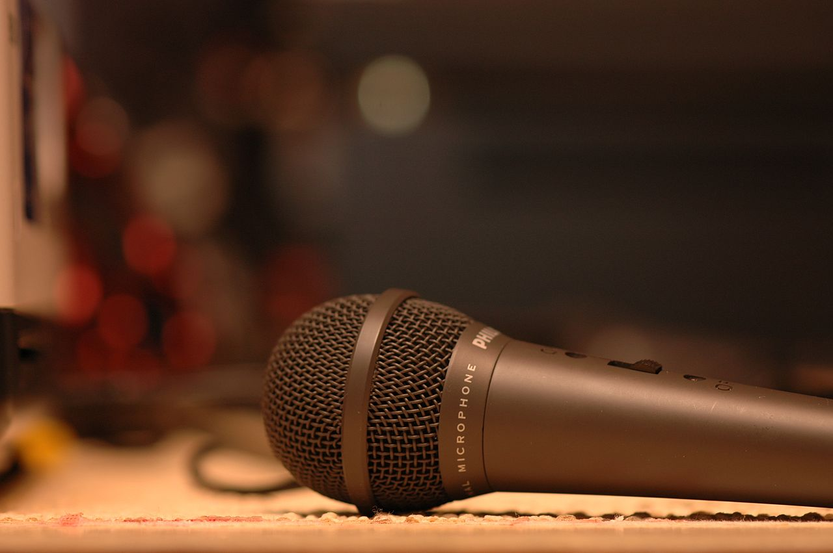 using-wireless-mic-1.jpg